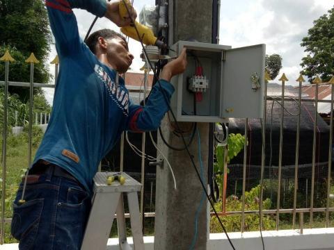 องค์การบริหารส่วนตำบลหินเหล็กไฟแก้ไขปัญหาไฟฟ้าส่องสว่าง